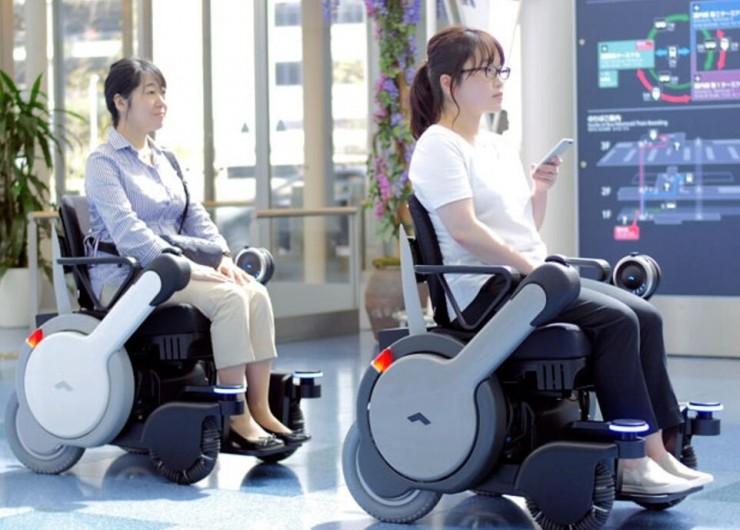 Self-driving wheelchair
